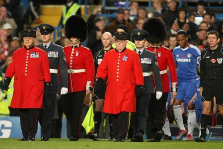 Chelsea Pensioners Stamford Bridge - Photo blueisthecolour.blogspot.com